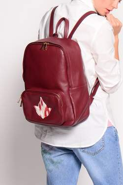 125121fw16-burgundy-leather-backpack-w-zip-w-model--4.jpg