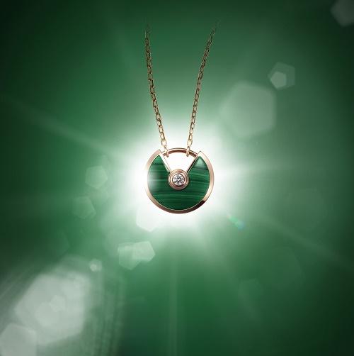 1459777675_amulette_de_cartier_pendant___malachite.jpg