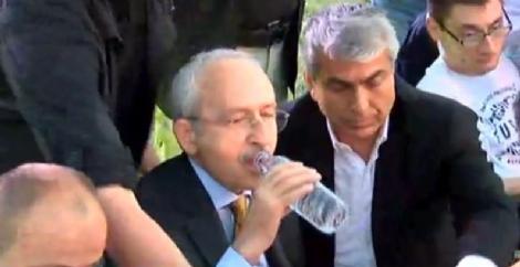 chp-li-belediye-nin-iftarinda-skandal-yemekler-8545595_1099_m.jpg