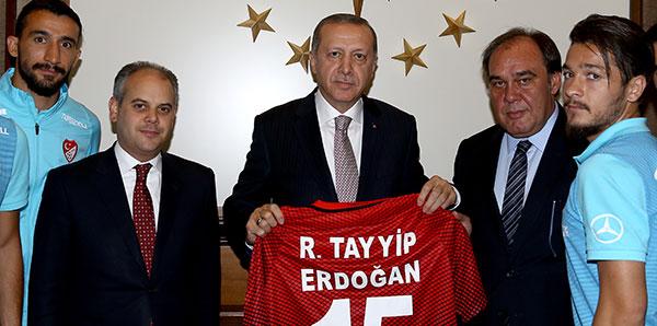cumhurbaskani-erdogan-a-milli-takimi-kabul-etti-7591474.jpeg
