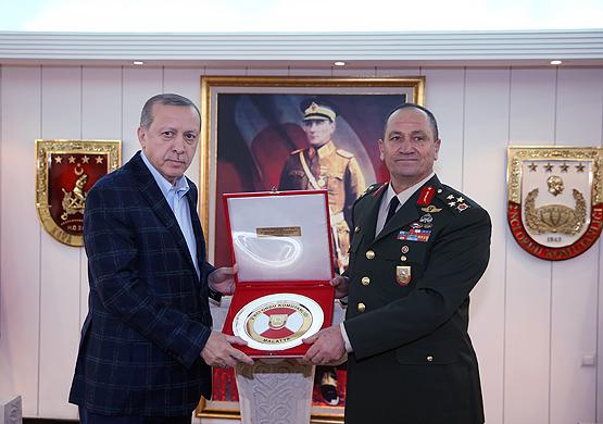 Cumhurbaşkanı,2. Ordu Komutanlığını ziyaret etti.