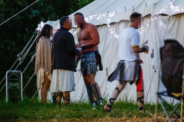 galler-de-acik-havada-cinsel-iliski-festivali-8585844_4073_m.jpg