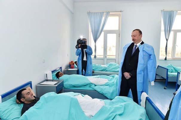 ilham-aliyev-yarali-askerleri-ziyaret-etti-6834685.jpeg