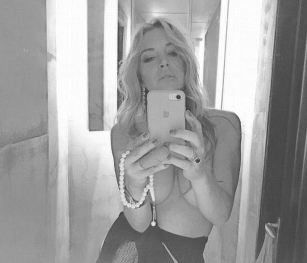 lindsay-lohann-ciplak-selfie-paylasti-8863507_9596_m.jpg