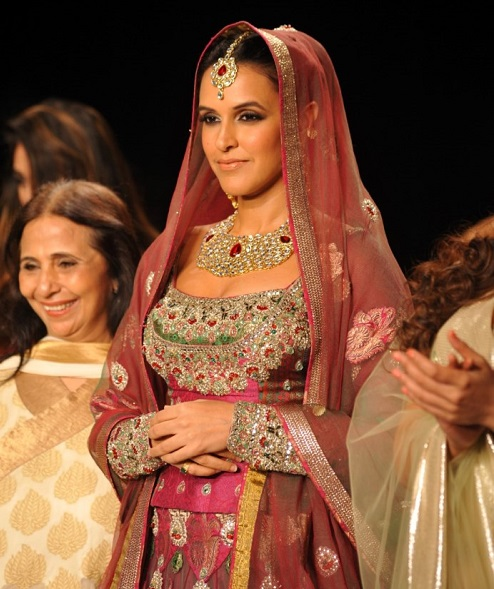 stars_ramp_walk_india_international_jewellery_week_2014_photos_1c65f40.jpg