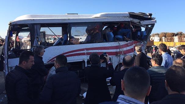 tir-ile-yolcu-minibusu-carpisti-15-yarali-8365523.jpeg