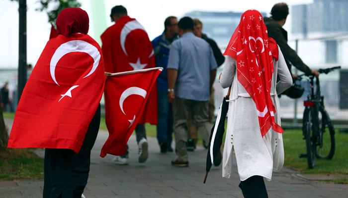 turkler-den-koln-de-demokrasi-mitingi-7424905.jpeg