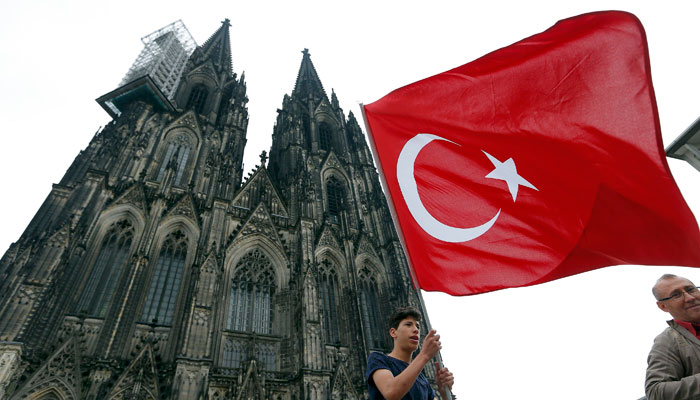 turkler-den-koln-de-demokrasi-mitingi-7424907.jpeg