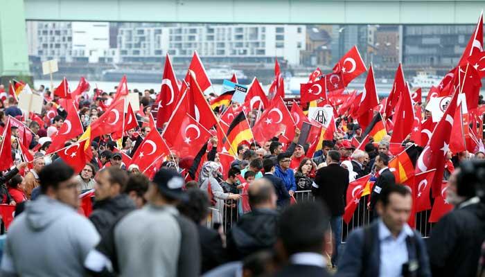 turkler-den-koln-de-demokrasi-mitingi-7425273.jpeg