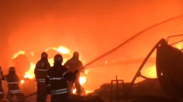 Son dakika... İzmirde geri dönüşüm fabrikasında yangın